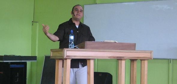 Cai Predicando